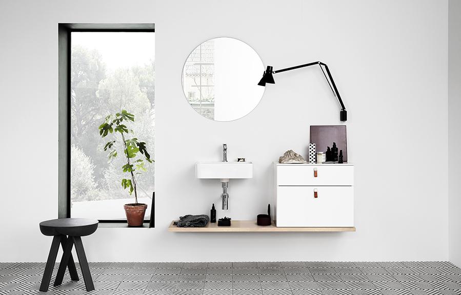 Varför inte utmana föreställningen om ett traditionellt badrum  Här visas  serien Bianco i en oväntad planlösning. Bild från Kvik. e9c3e7fc8cf54