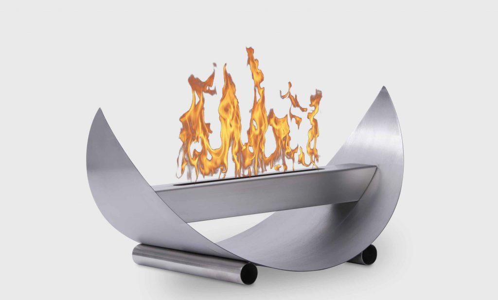 Braskamin eldstad på bordet