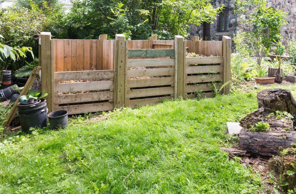 Bygg kompost med 2-3 fack