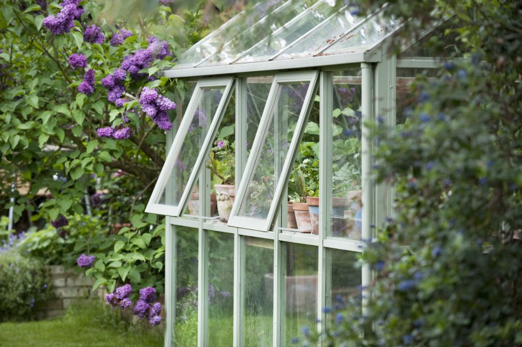 Växthus med öppna fönster